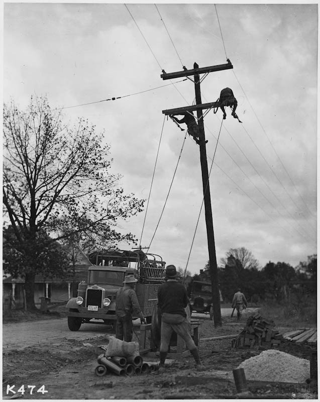 Photo of workers for the Rural Electrification Administration in Kentucky.